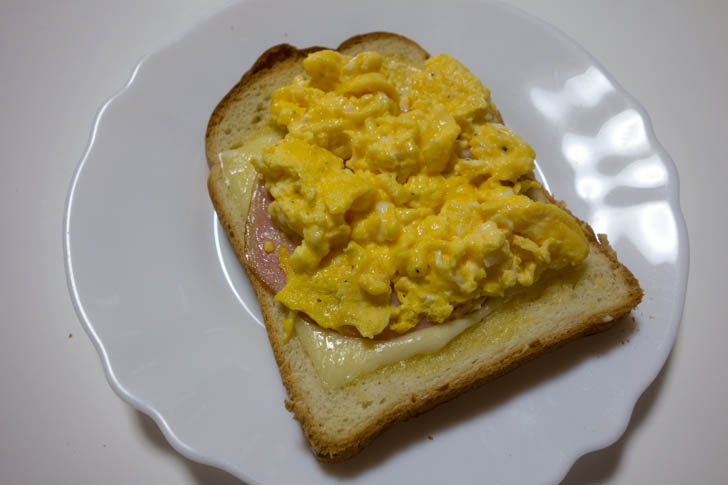 Toast and eggs 07